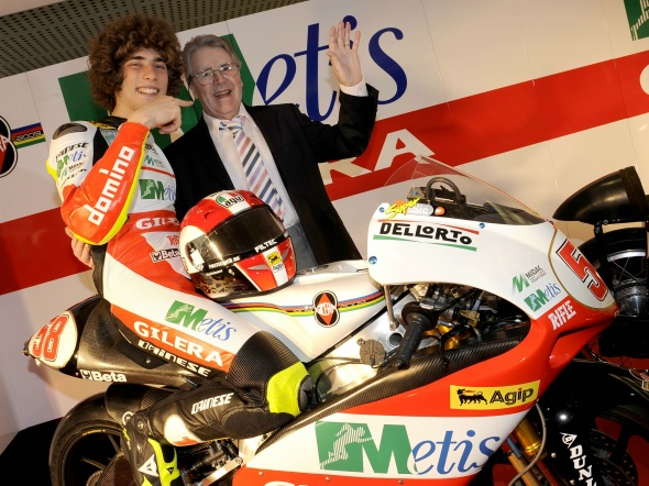 marco_simoncelli_with_geoff_duke